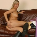 Catarina strips off in riding boots